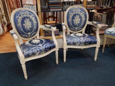 fabrication de fauteuils Louis XVI medaillon