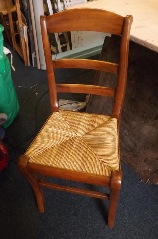 chaise paillée style restauration