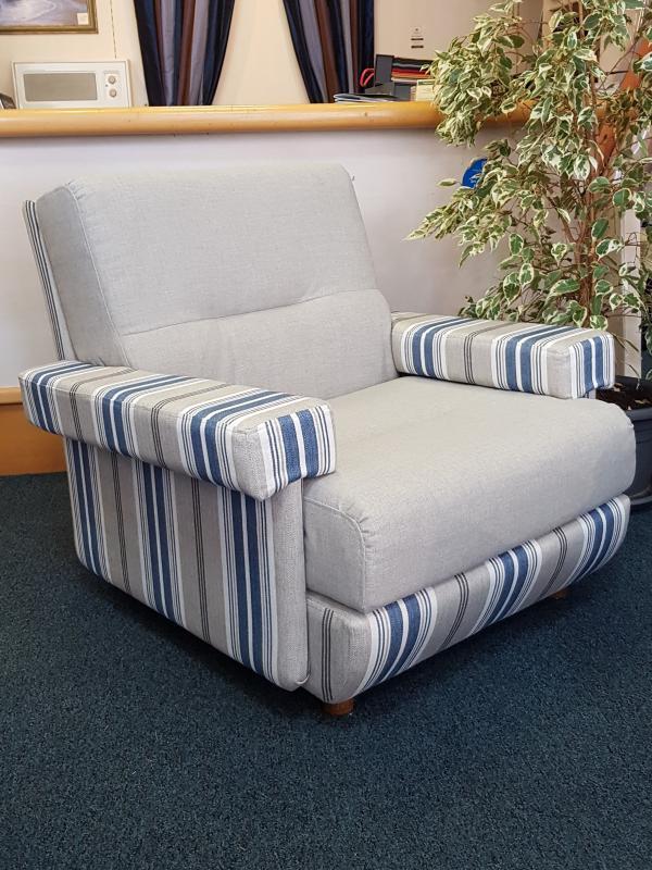 restauration complete fauteuil contemporain année 70