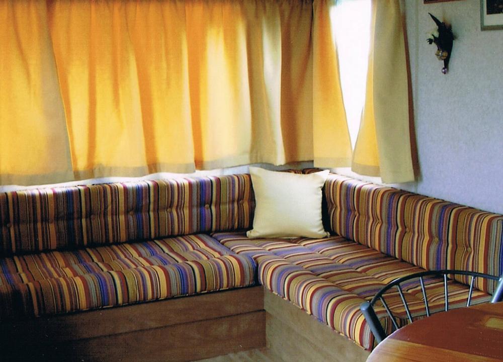rideaux et coussinage d'un mobilhome