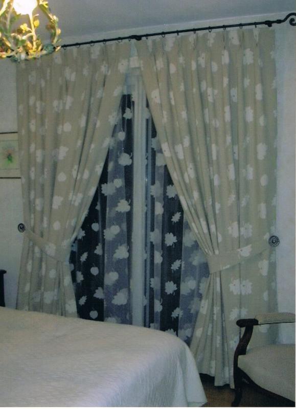 confection de double-rideaux, tête à plis double, et voilage