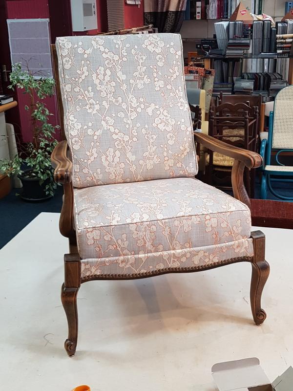 restauration fauteuil tissu ameublement tapissier decorateur ollivier treguier lannion paimpol guingamp perros guirec cotes d armor