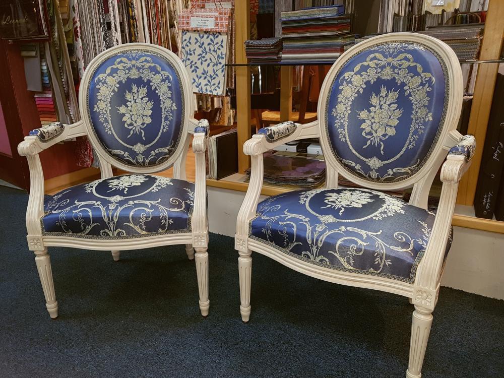 commande d'une paire de fauteuil Louis XVI