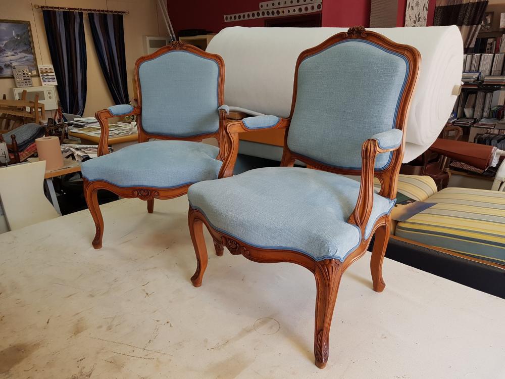 restauration fauteuil Louis XV tissu tapissier decorateur ollivier treguier lannion paimpol guingamp cotes d'armor